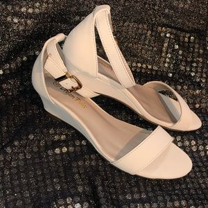 Nude strapped sandal